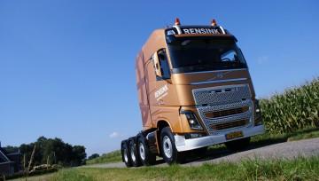 Rensink Almelo B.V. neemt Volvo FH16 750 8x4 tridem trekker met 200 ton treingewicht in gebruik